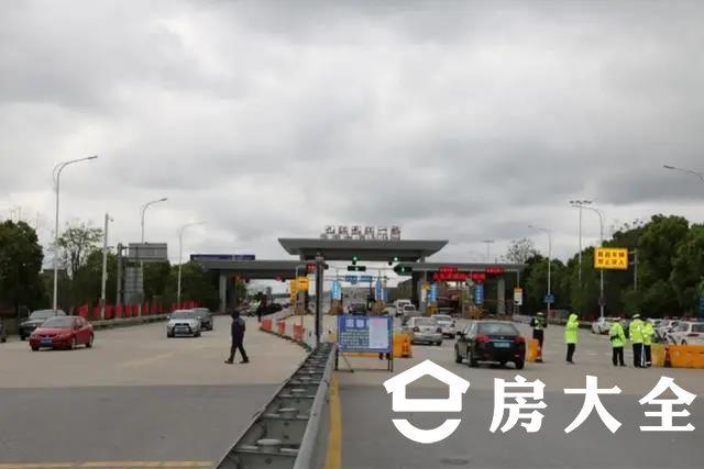 黄梅启动免费公交车送客至九江火车站,九江暂停前往黄梅接送乘客!