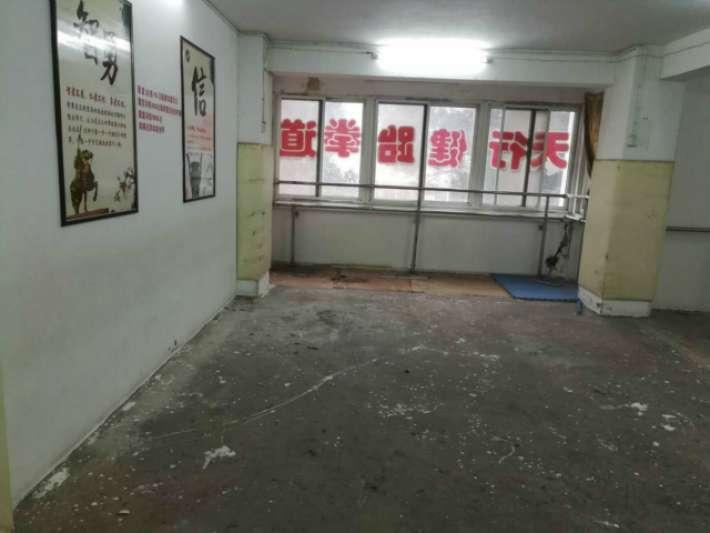 信华城市花园对面庐峰小区简单装修毛坯卖