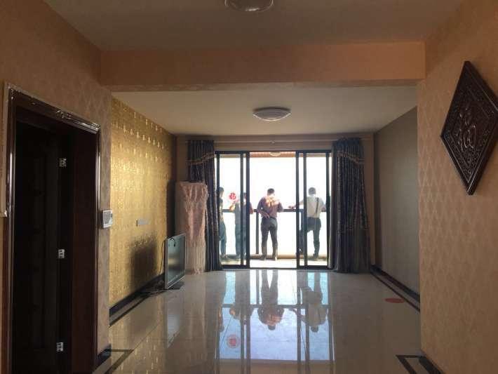 南北通透精装三房 楼层采光视野俱佳 墙纸需重新更换