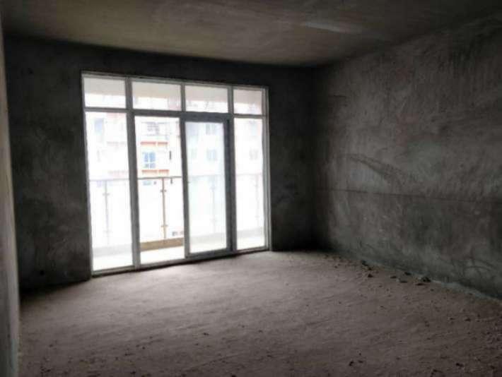 八里湖和濂溪区交界,毛坯三房出售,通透好房,有电梯有证