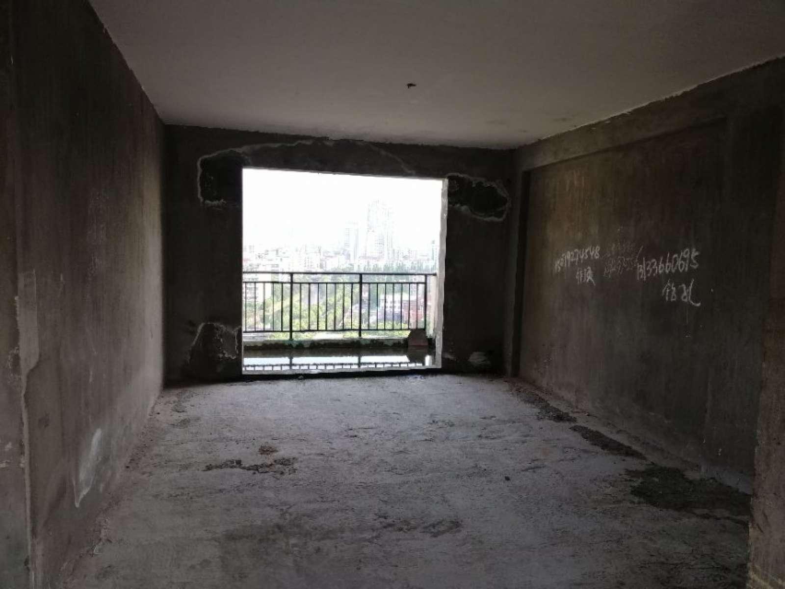 戛纳小镇 6室2厅109.77㎡