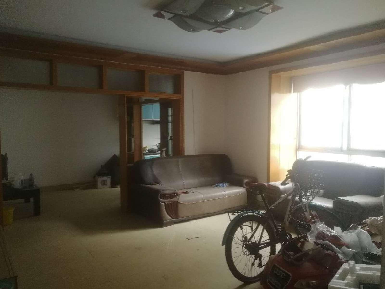 天福花园 3室2厅114㎡