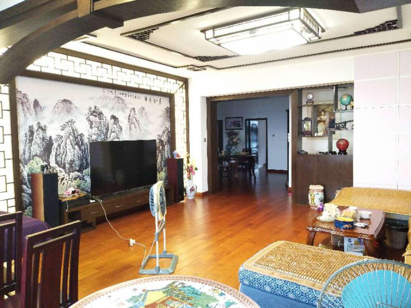 滨江国际 3室2厅204㎡