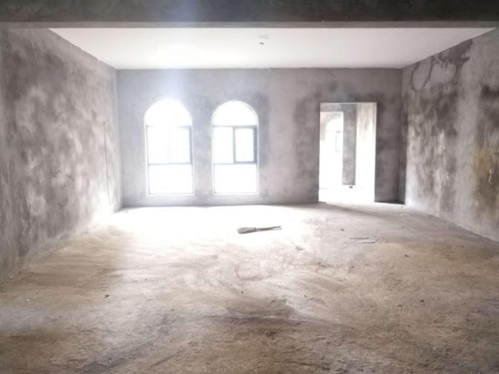 新五中对面 加州风情 带院子 带地下室  实用面积大  值得拥有
