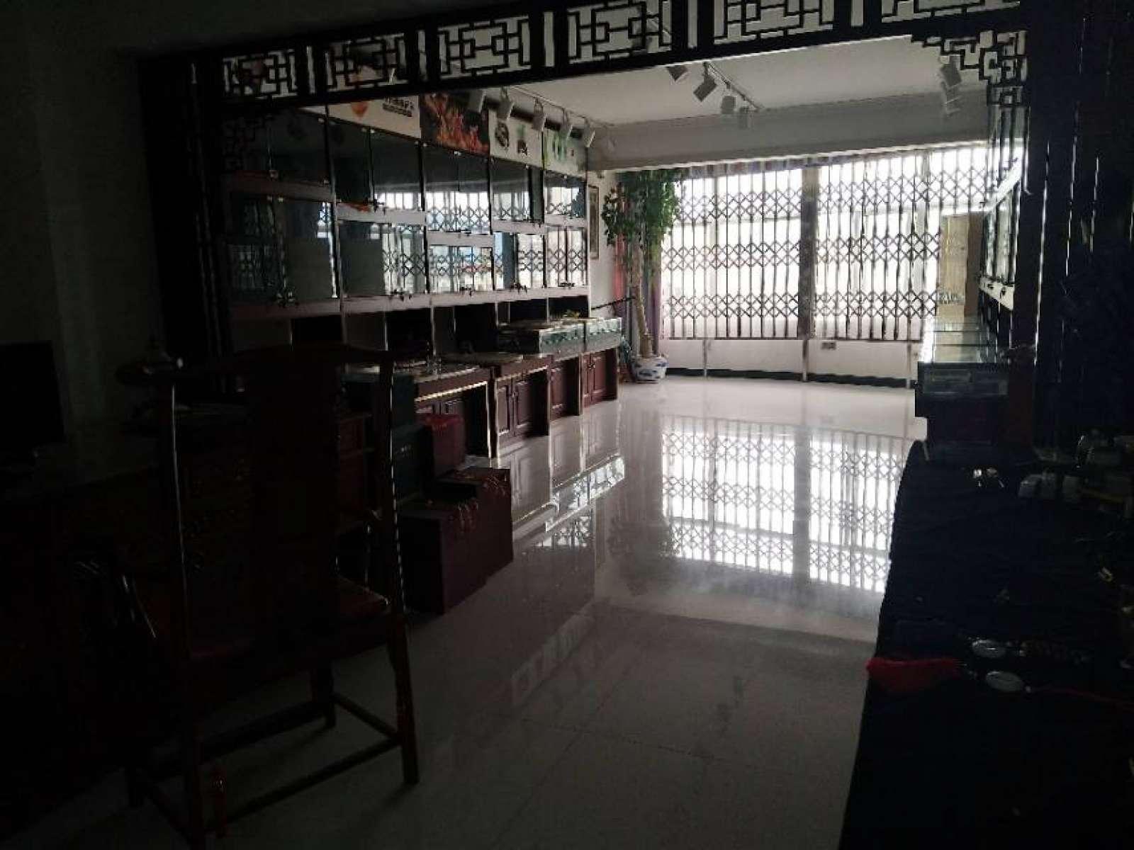 步红花园 3室2厅155㎡